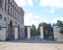 Rekonstrukce nátěrů vstupních bran Ministerstva zahraničních věcí do zahrad Černínského paláce