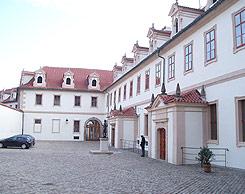 Rekonstrukce fasády Valdštejnského paláce 2. nádvoří křídla VPA a VPB - Praha 2009.